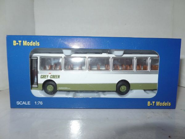 B T Models B011 1/76 Duple Dominant II Coach Leyland Leopard Grey Green